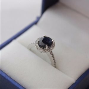 Beautiful natural sapphire with diamonds & gold